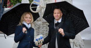 couple in black umbrellas