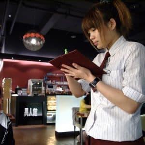 dating waitress